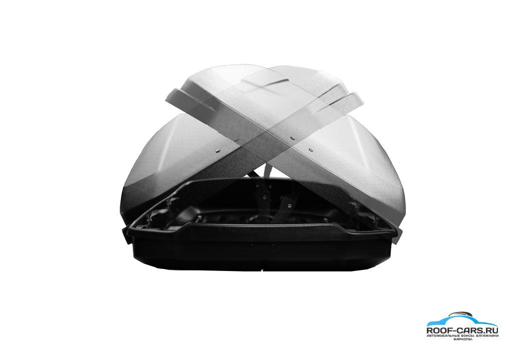 Двустороннее открывание. Бокс может быть открыт как со стороны водителя, так и пассажира. Есть возможность сдвинуть бокс на одну из сторон крыши для установки дополнительных аксессуаров.