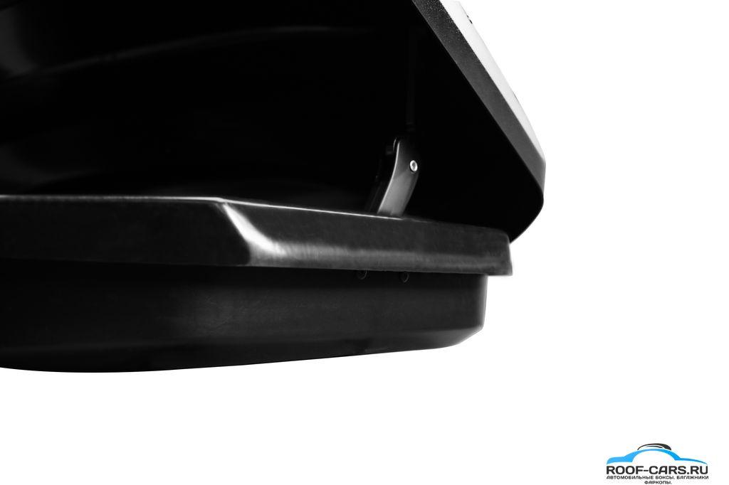 Усиленная передняя часть дна. Увеличенное количество ребер жесткости и усиленная носовая часть, позволяет обеспечить сохран- ность груза при экстремальном торможении и движении по пересеченной местности.